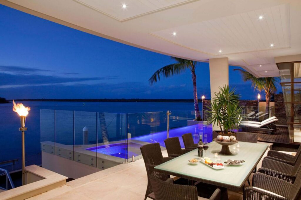 Contemporary Waterfront Home in Australia by Paul Clout Design