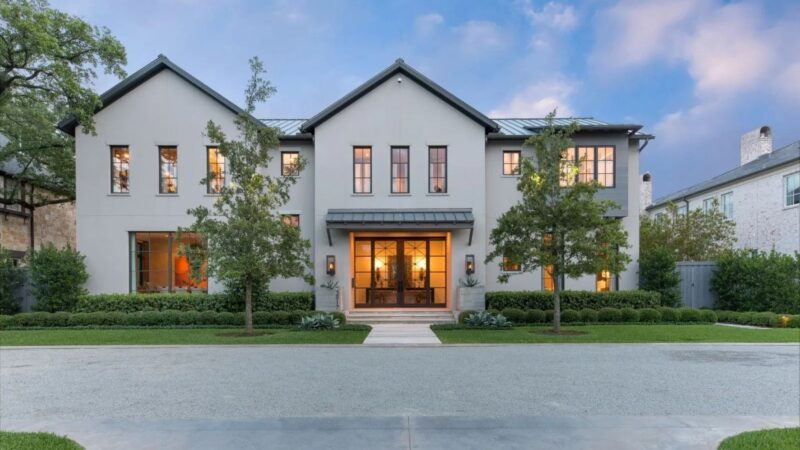$4.995 Million Gracious Dallas Home for Sale on An Expansive Lot