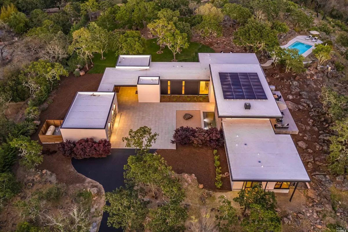 $6.75 Million Kenwood Home with Modern Design on 6 Acres Lot