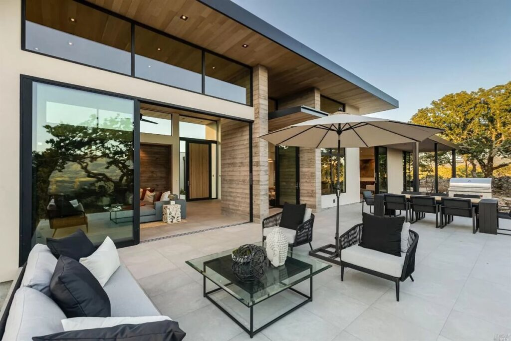 Kenwood Home with Modern Design on 6 Acres Lot