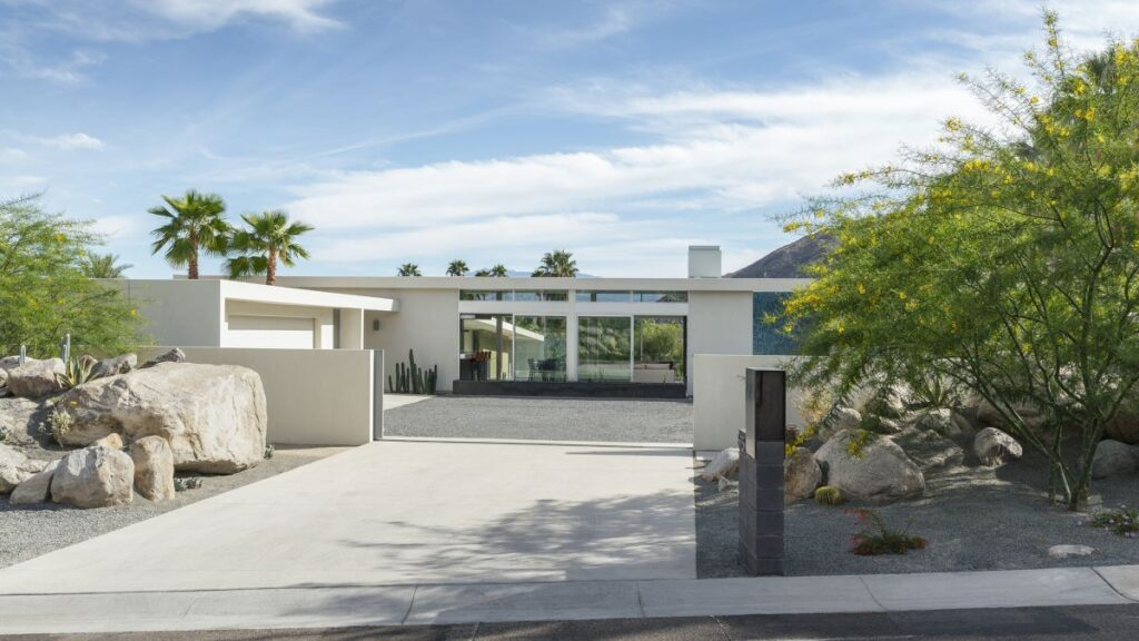 Las Palmas Heights House in Palm Springs by o2 Architecture