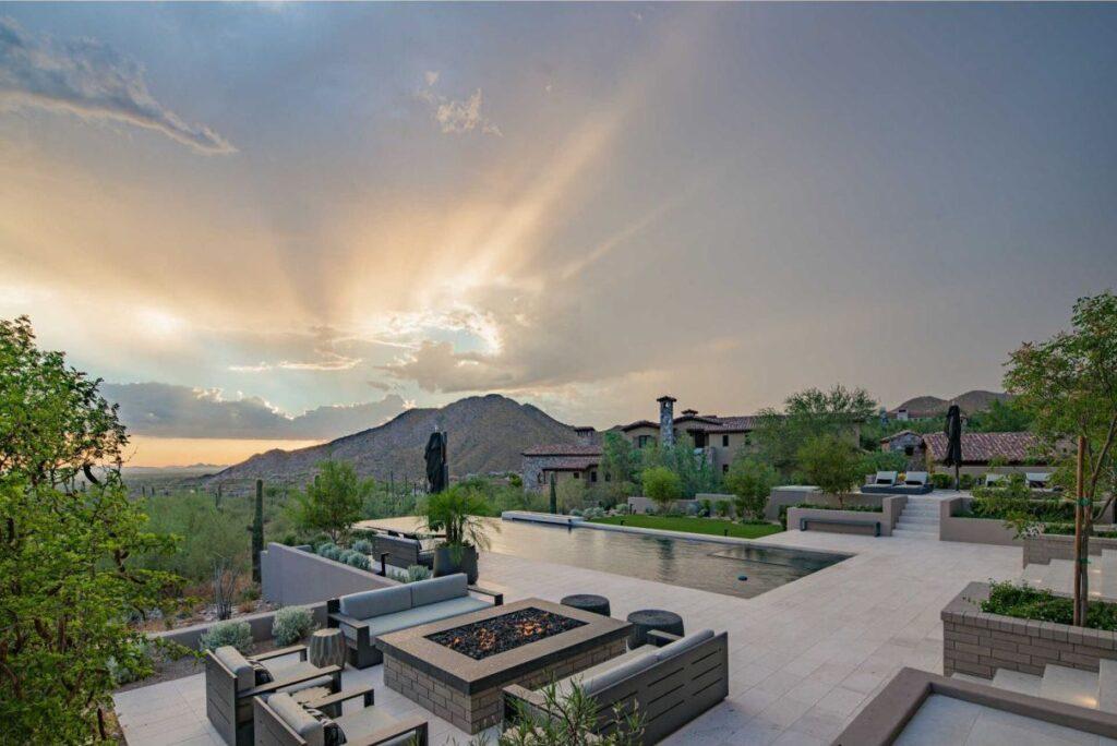 Sleek Arizona Home in the Upper Canyon of Silverleaf