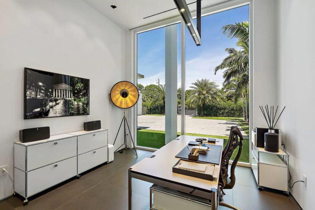 Sophisticated Palm Beach Gardens Modern Home