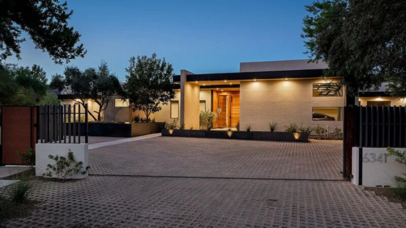 Stunning Contemporary Paradise Valley Home for Sale at $5.486 Million