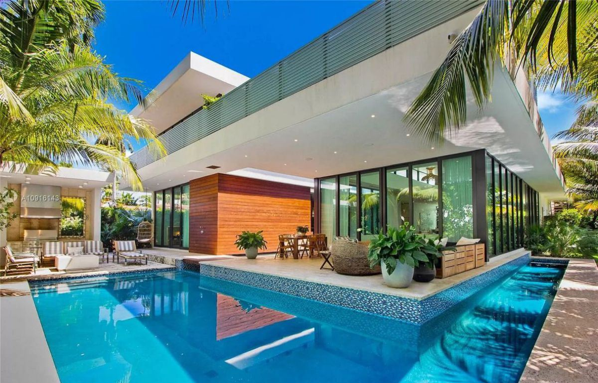 Stunning Modern Home in Miami Beach for Sale
