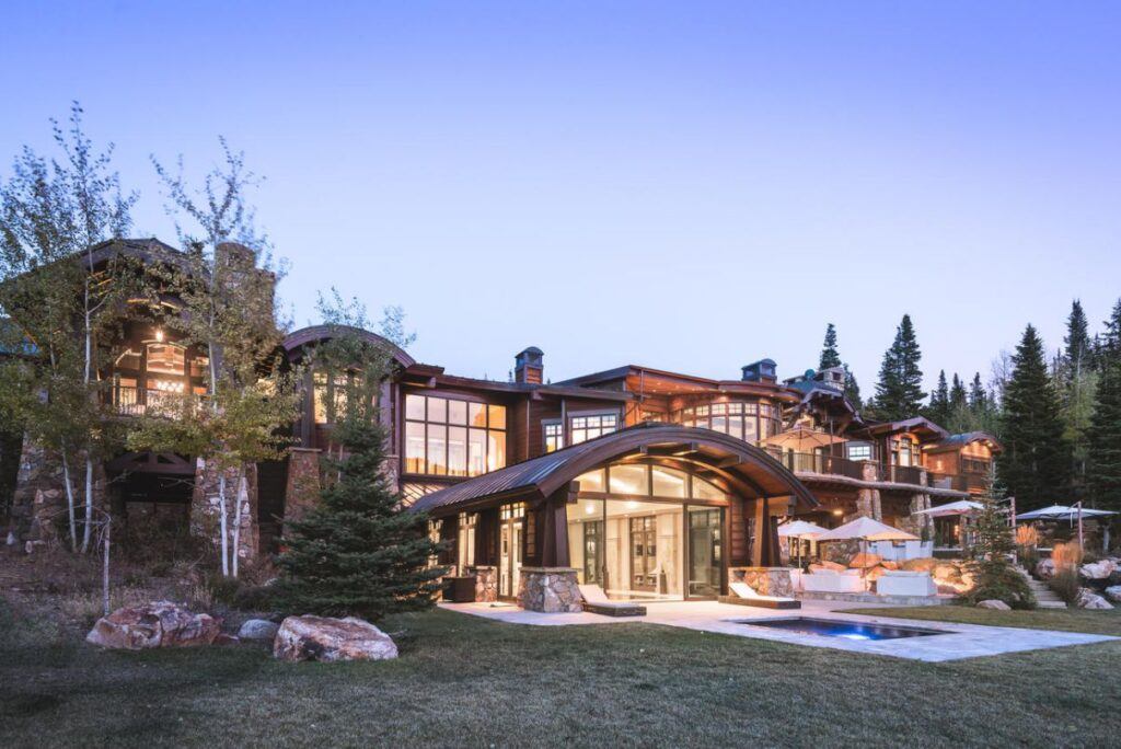 Utah Mountain Home on White Pine Canyon by Upwall Design Architects