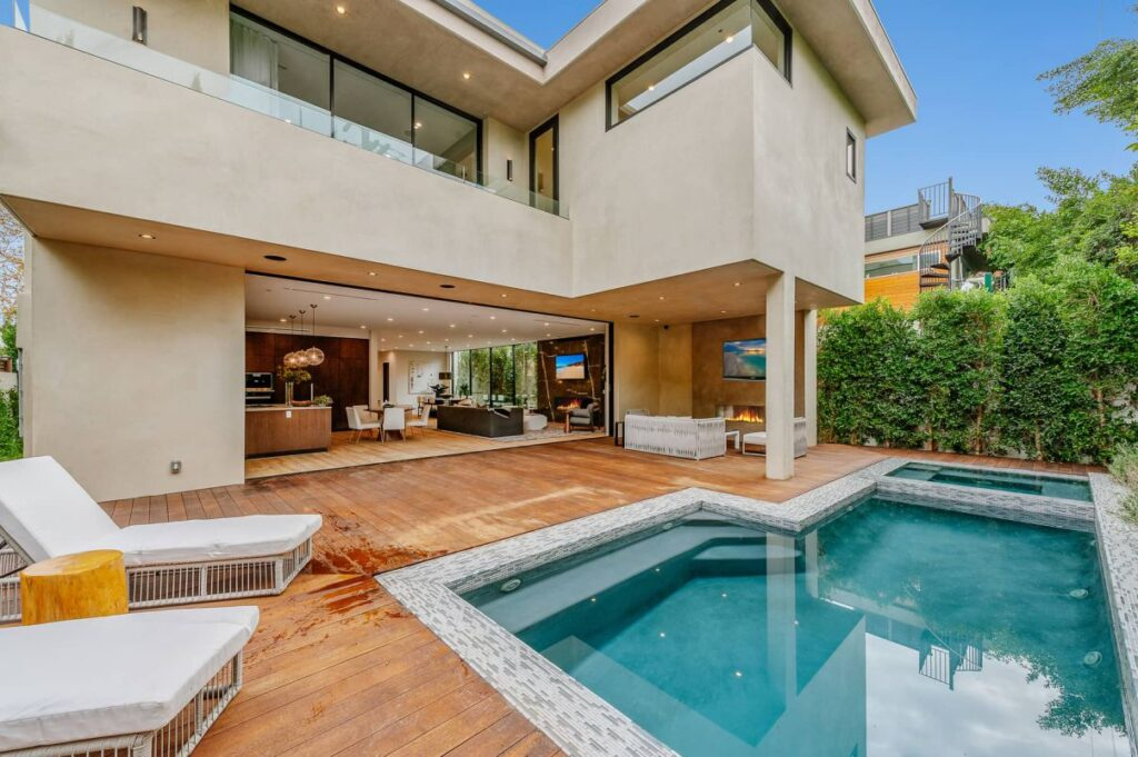 Luxurious Modern Harper House in Los Angeles for Sale