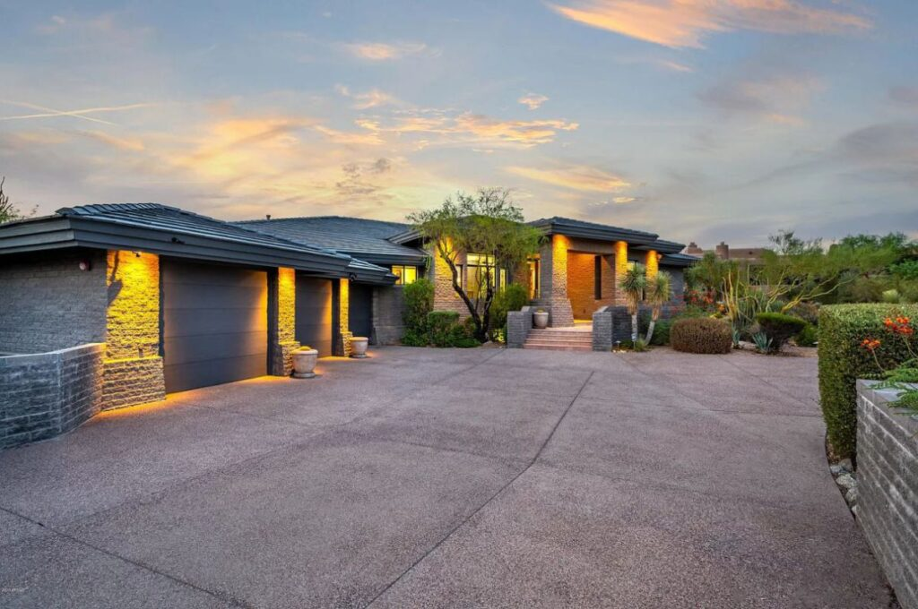 A $2,198,499 Contemporary Single Level House for Sale in Scottsdale