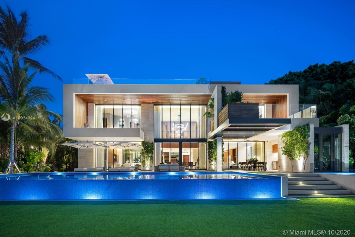 A Bal Harbour Tropical Modern House returns Market