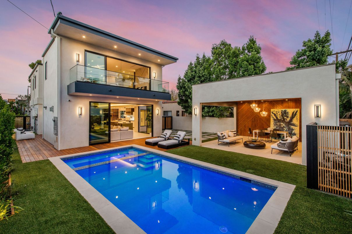 A Beverly Grove Modern House in Los Angeles for Sale