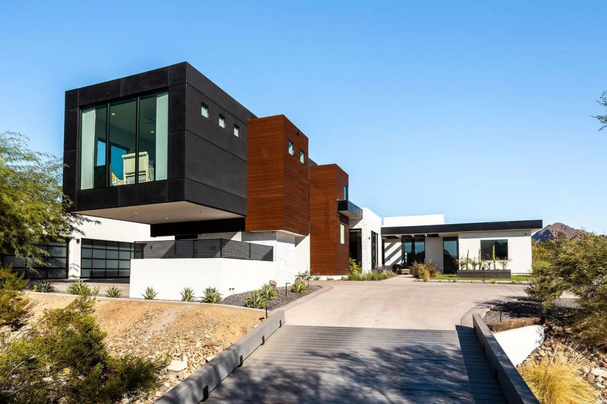 A Gorgeous Modern Paradise Valley Home for Sale