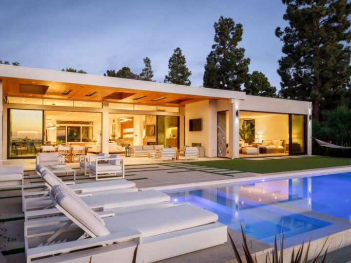 A Modern Home in The Iconic Trousdale Estate hit Market for $16,995,000