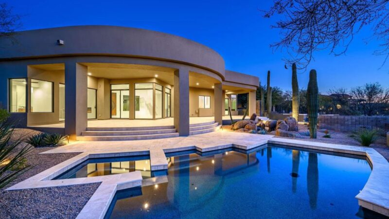 A Soft Contemporary Custom House in Scottsdale for Sale at $2,049,000