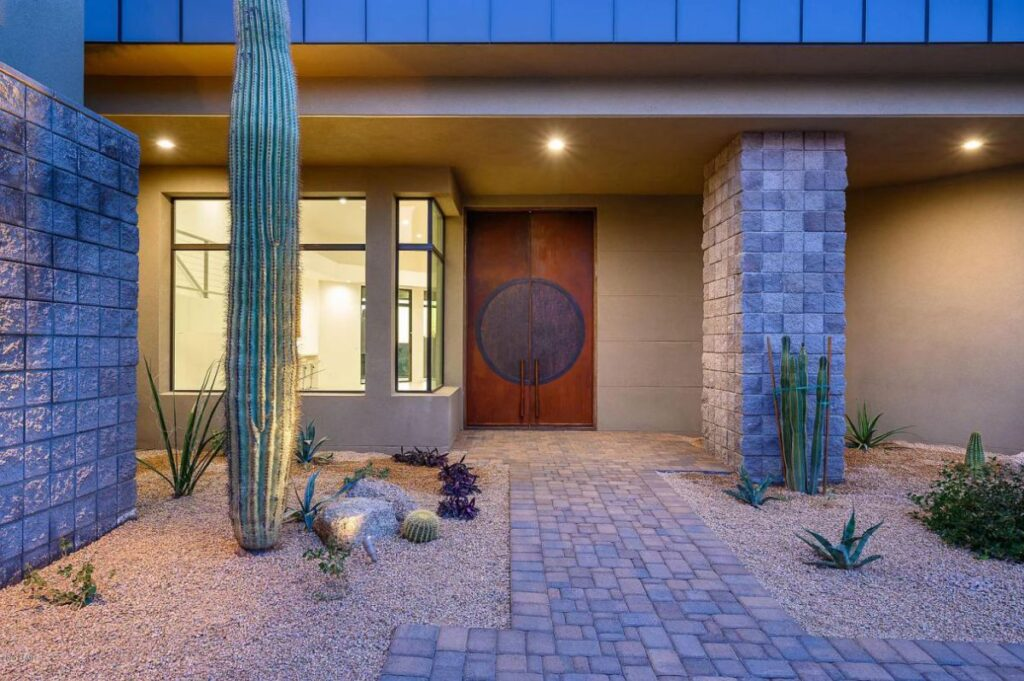 A Soft Contemporary Custom House in Scottsdale for Sale
