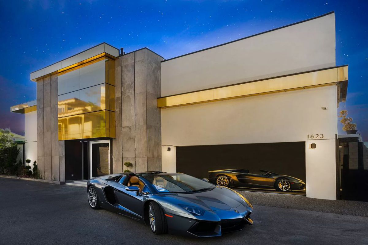A Viewmont Drive Luxury House in Los Angeles for Sale