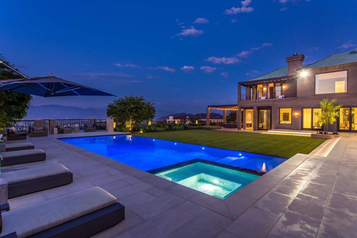 An Impeccable Exclusive House in Beverly Hills for Sale