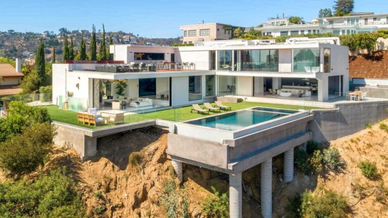 An Ultra Modern Luxury Home in Los Angeles for Rent
