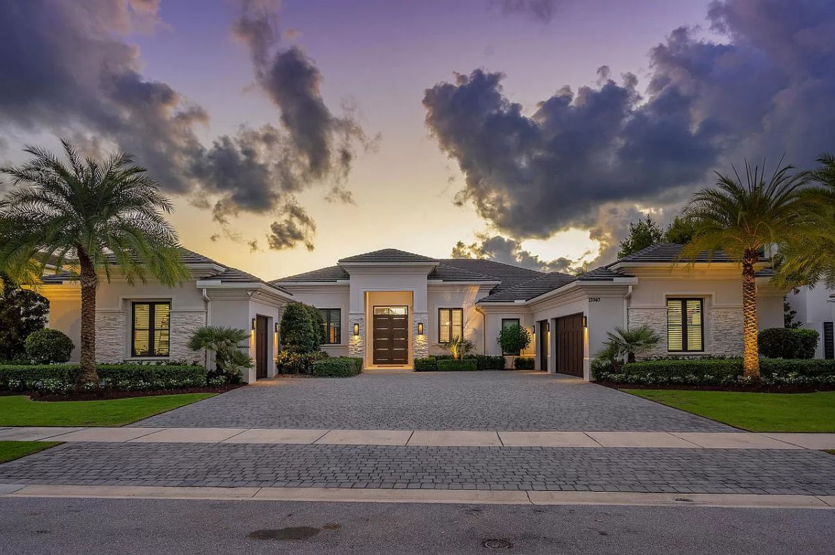 Gorgeous Waterfront Home in Palm Beach for Sale
