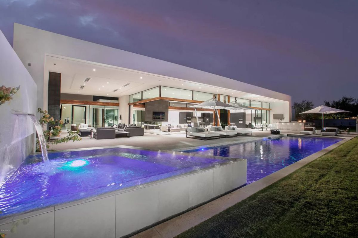 New Contemporary Home in Paradise Valley for Rent