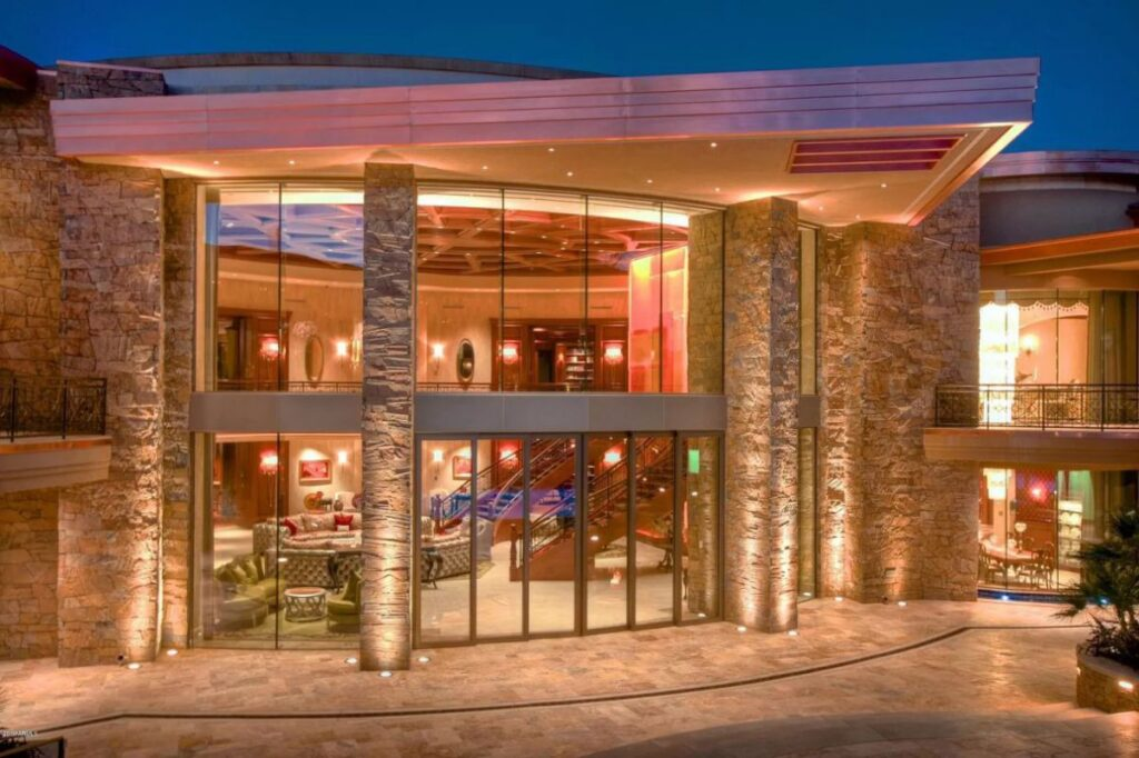 Paradise Valley Home for Sale Offers 25,000 SF of Luxury