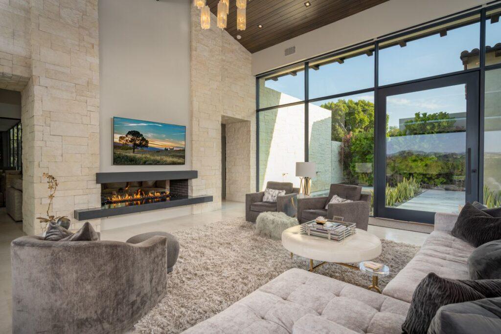 Quintessential Modern Home in Rancho Santa Fe for Sale