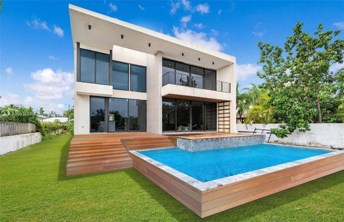 South Shore Modern Home in Miami Beach for Sale