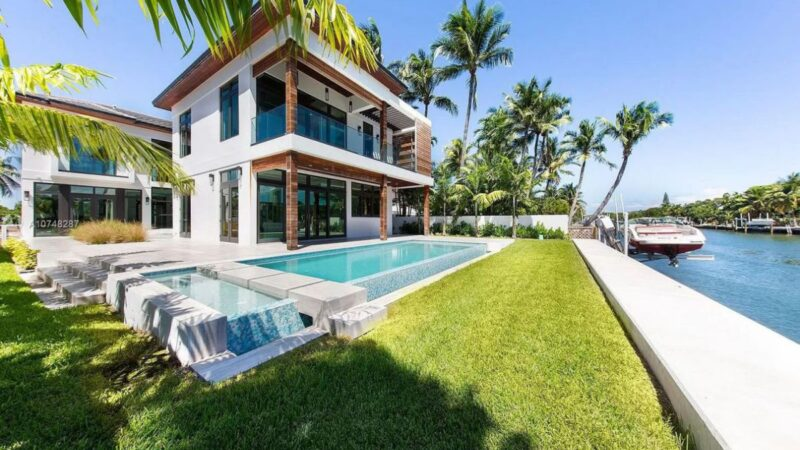 Stunning North Meridian House in Miami Beach for Sale at $5,450,000