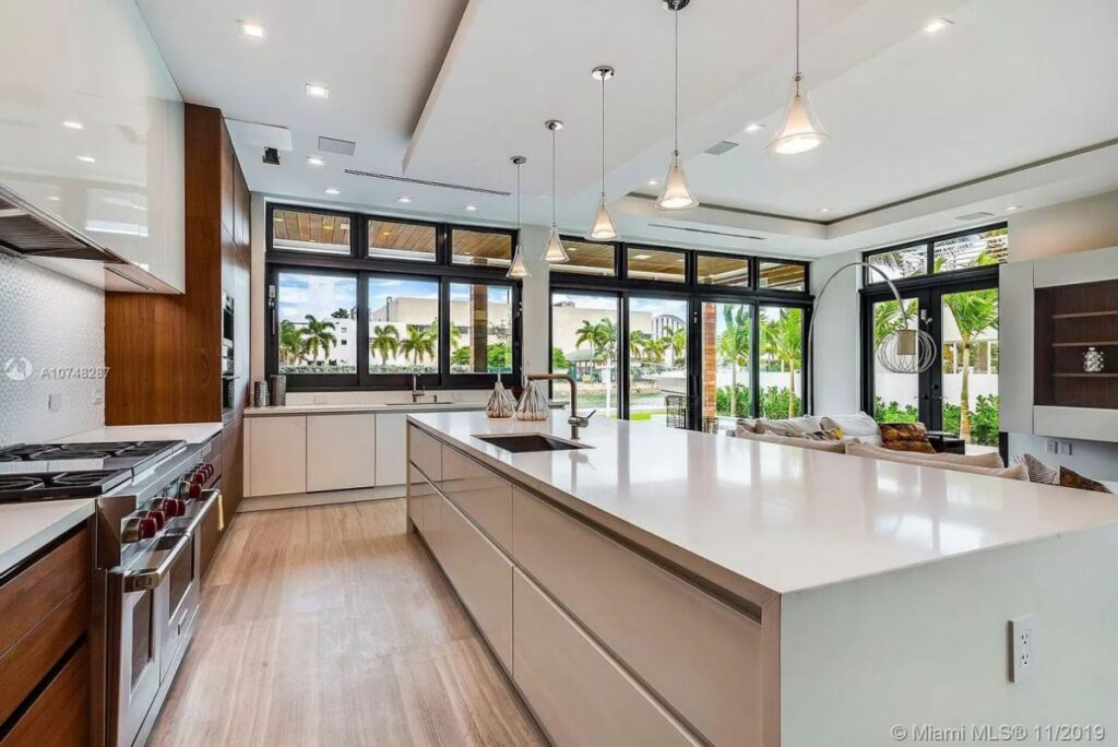 Stunning North Meridian House in Miami Beach for Sale