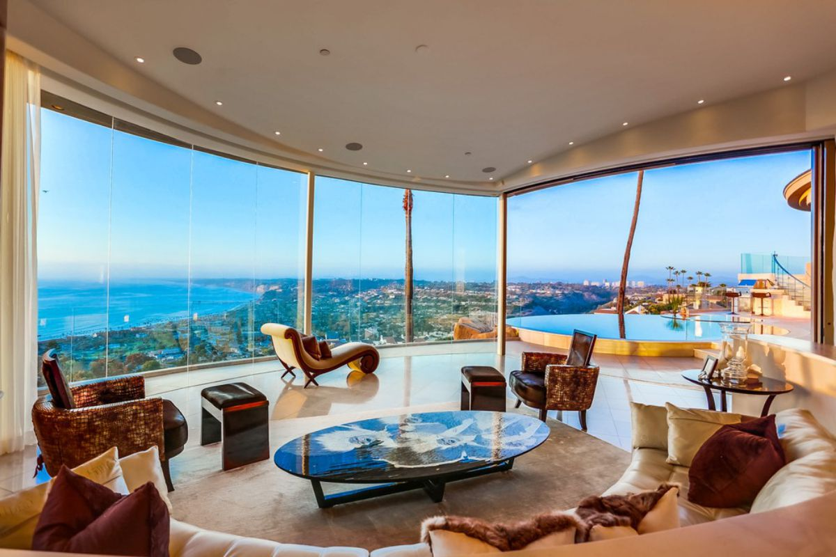 Unobstructed Coastline Views House for Sale in La Jolla