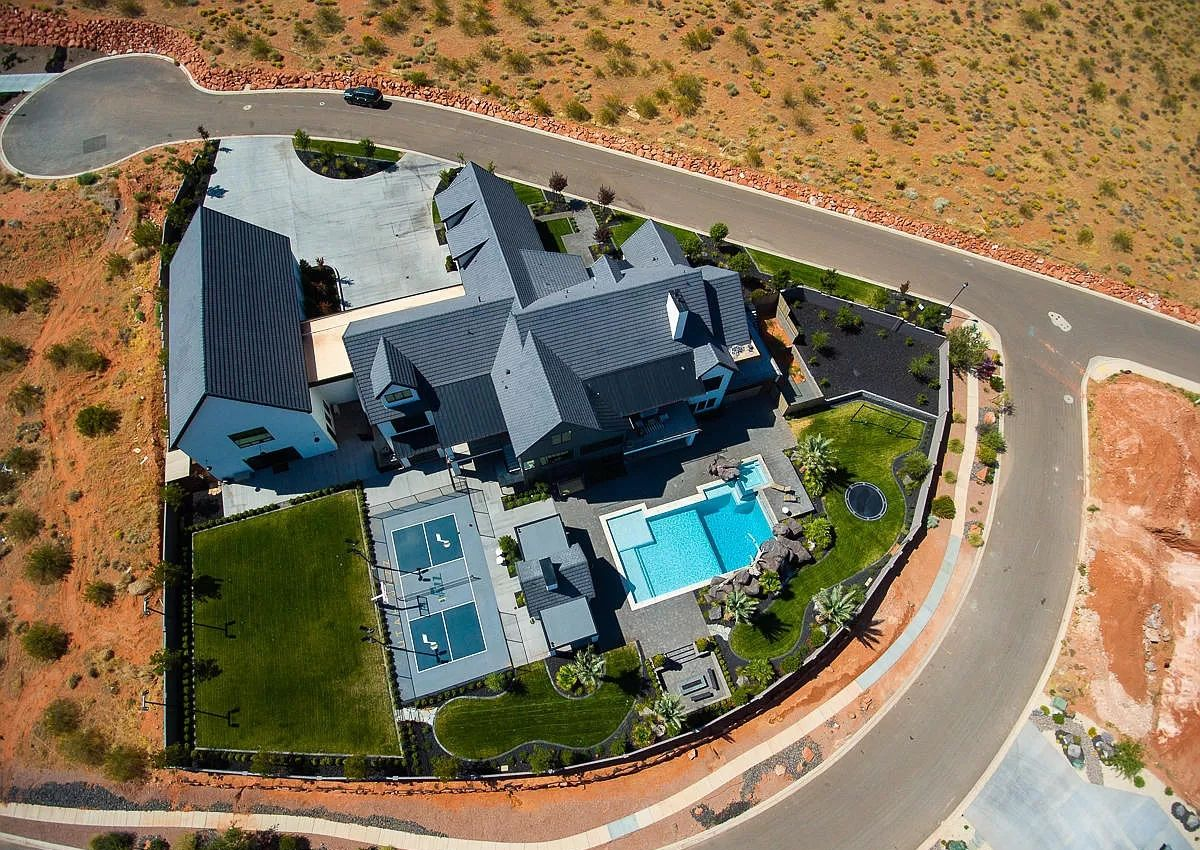 Utah Mountain Sweeping Views Home for Sale in St George