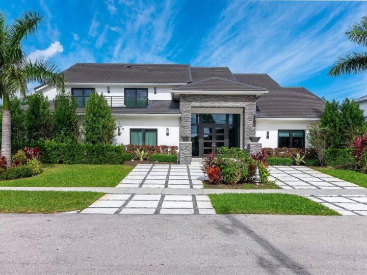 Impeccable 5 Bedroom Home in Boca Raton on Market