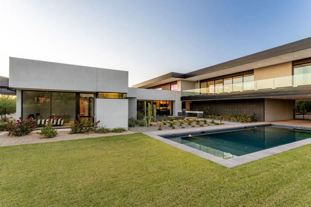 Paradise Valley Home for Sale Features Ultra Contemporary