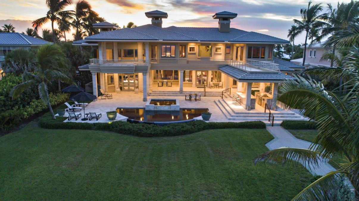 A Contemporary Oceanfront Home for Sale in Stuart