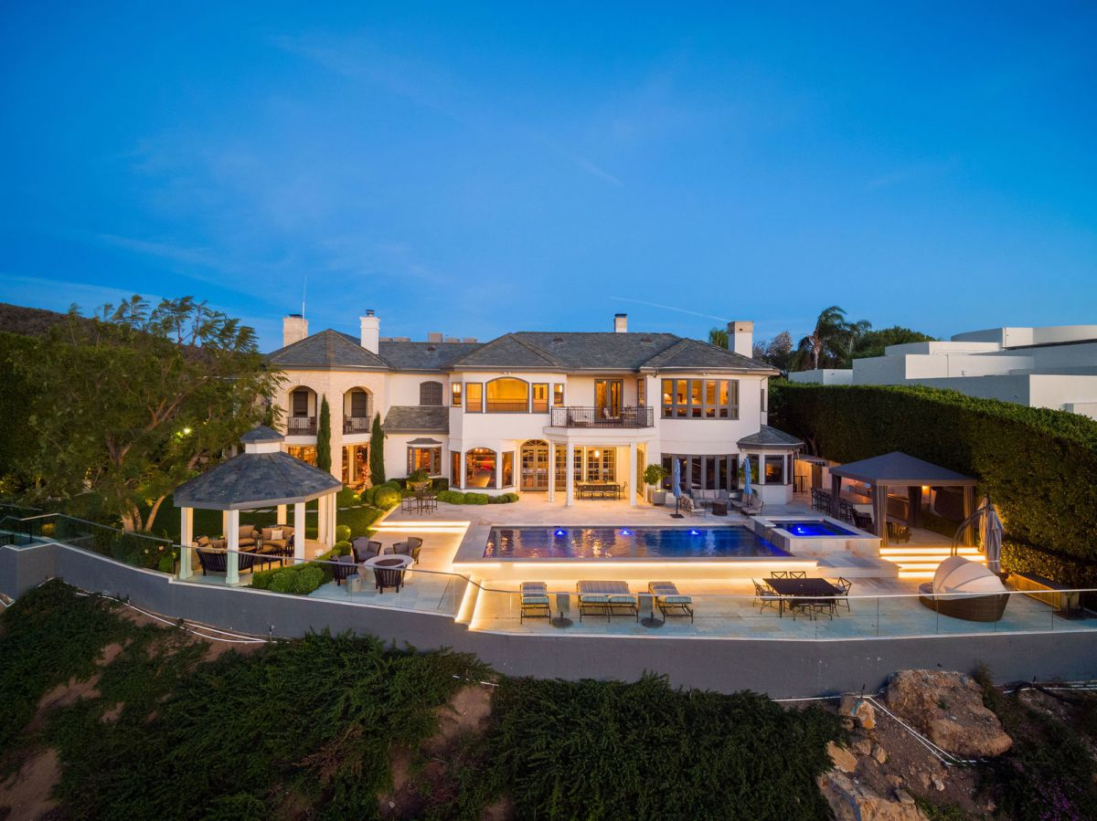 A Fantastic Transitional Home in Pacific Palisades
