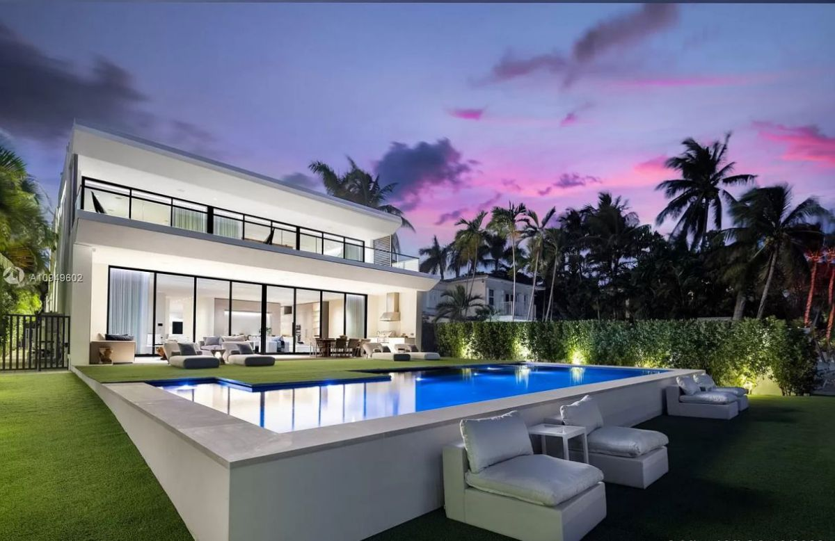 A Sophisticated Modern Home for Sale in Miami Beach