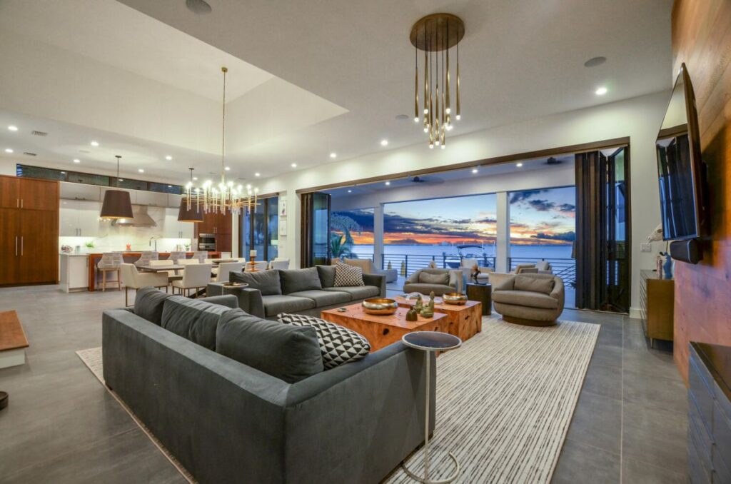 An Exceptional Contemporary Home in Tampa