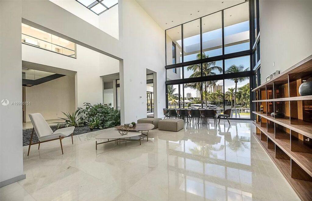 An Exquisite Hallandale Beach Home