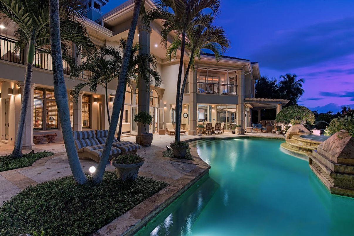 An Impeccable Shores Home for sale in Naples