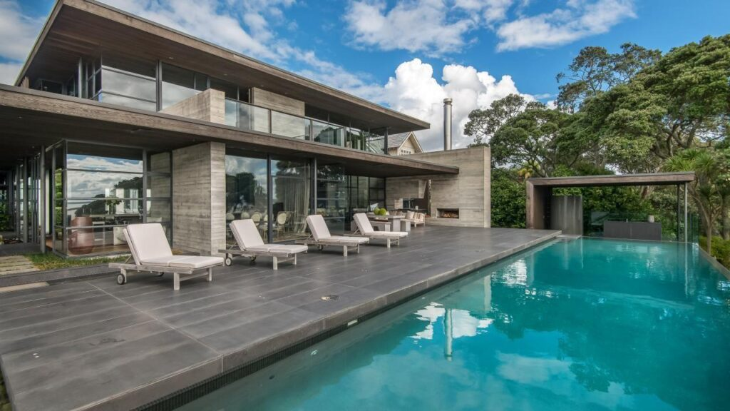 An Incredibly Peaceful Waterfront Home in Auckland, New Zealand