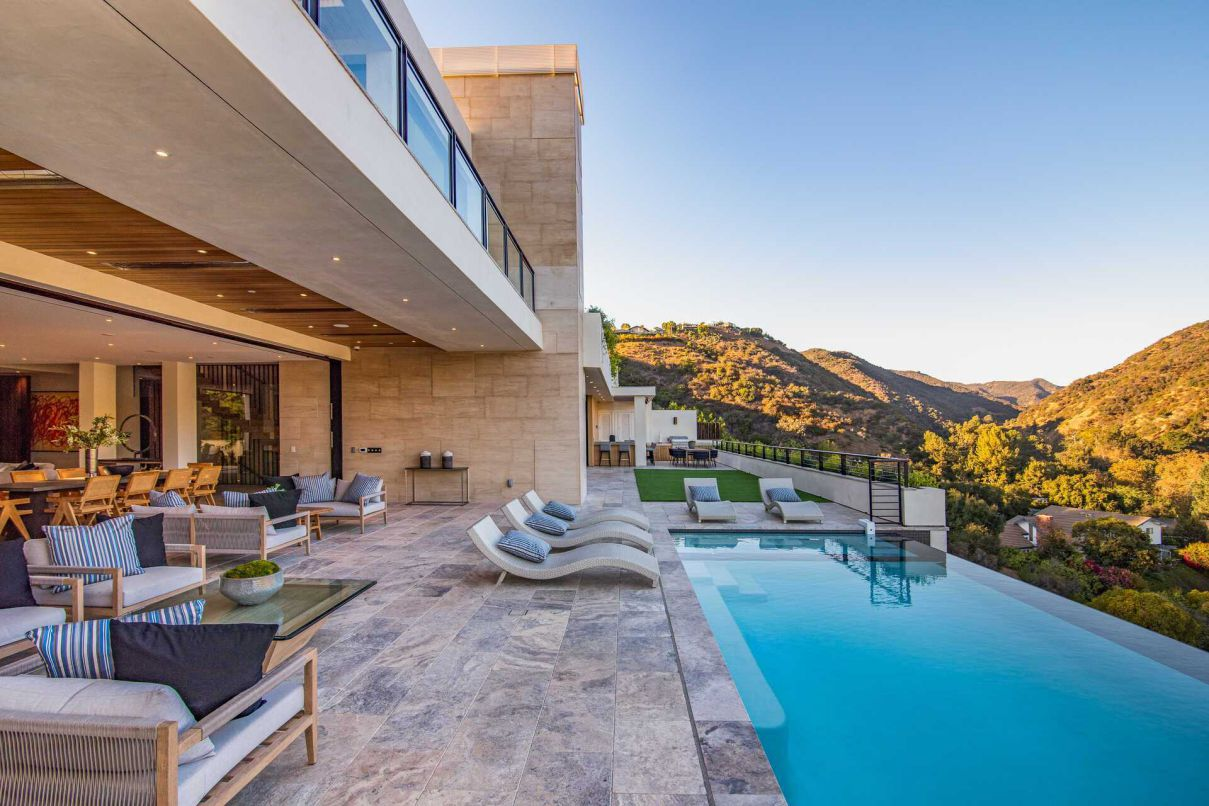 Brand New Contemporary Home in Los Angeles