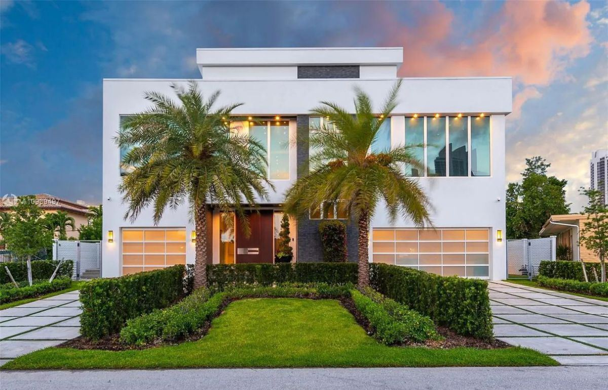 Chic Sunny Isles Beach Modern Home in Florida for Sale