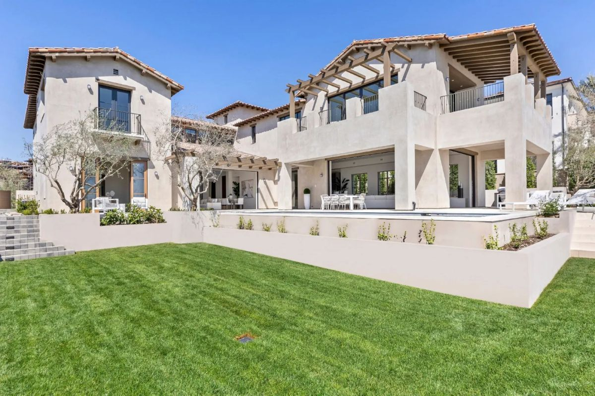 Inside $15,995,000 Newport Beach Home Enjoys Panoramic Ocean View