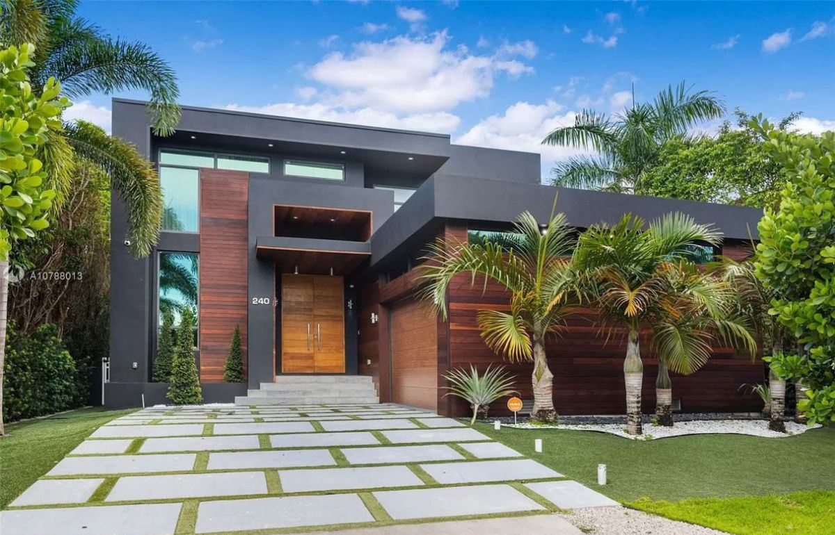 Luxurious Living in Miami Beach Modern Home asking for $3,490,000