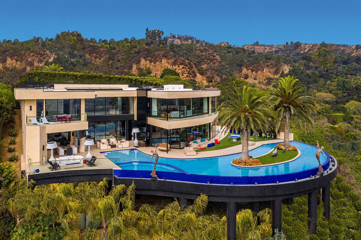 New Mansion in The Best Location Los Angeles Hits Market