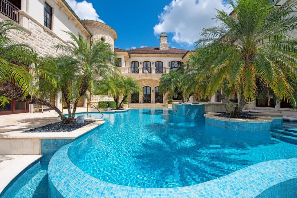 Splendor in An Elegantly Appointed Naples Home for Sale