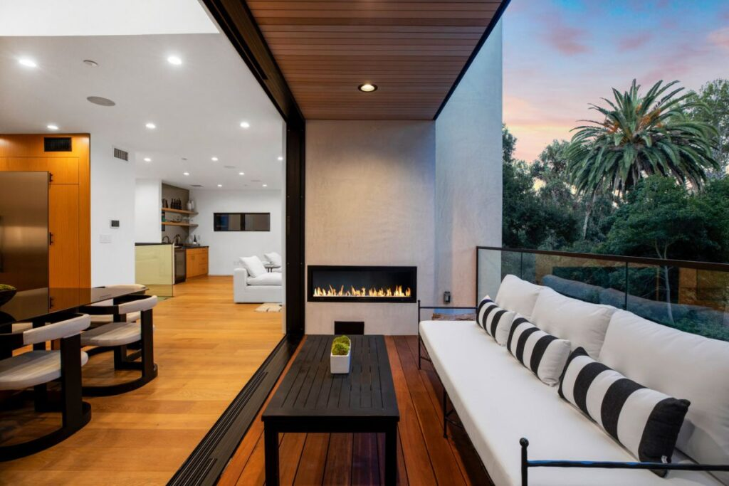 Stunning New Modern House in Pacific Palisades for Sale