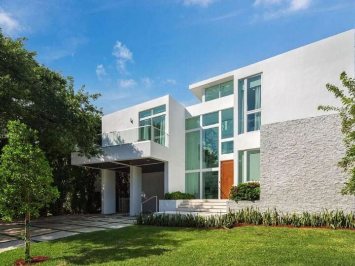 A Brand New Modern Home in Key Biscayne hits Market for $4,690,000