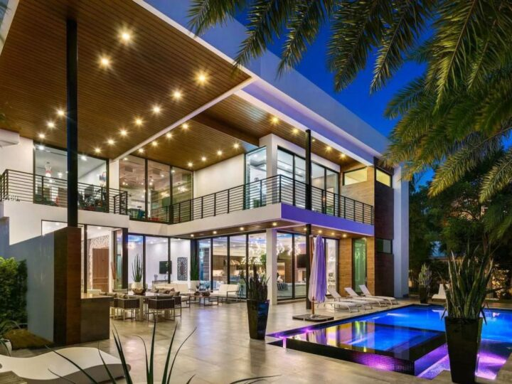 A Magnificent Modern Home for Sale in Fort Lauderdale at $7,349,000