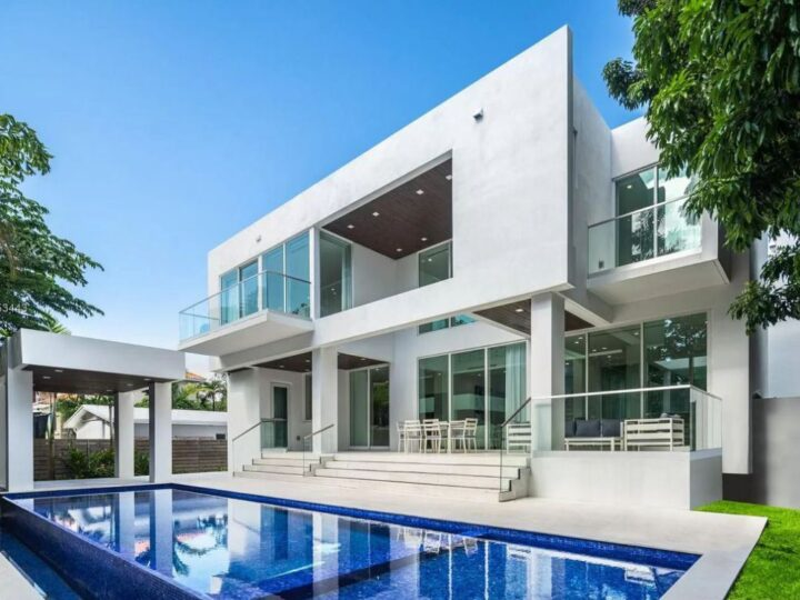The Key Biscayne Home is a brand new construction is well thought out and finished in the most upscale fashion now available for sale. This home located at 200 Buttonwood Dr, Key Biscayne, Florida; offering 5 bedrooms and 7 bathrooms with over 3,500 square feet of living spaces.