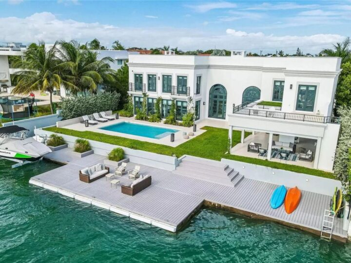 The House in Key Biscayne is a luxurious waterfront estate with spectacular daily sunset views and exquisite decoration now available for sale. This home located at 610 S Mashta Dr, Key Biscayne, Florida; offering 7 bedrooms and 7 bathrooms with over 6,400 square feet of living spaces.